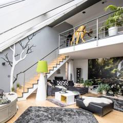 Raumansicht - Farbkonzept, Gestaltungs- und Malerarbeiten:  Wohnzimmer von FARBCOMPANY