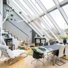 Raumansicht/ Entwurf eines Farbkonzeptes und Umsetzung der Malerarbeiten in Hannover:  Wohnzimmer von FARBCOMPANY