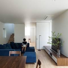 リビング: e do design 一級建築士事務所が手掛けたリビングです。