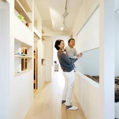 Weave: e do design 一級建築士事務所が手掛けた小さな寝室です。