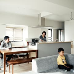 Small kitchens by e do design 一級建築士事務所
