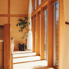 Wooden windows by 稲山貴則 建築設計事務所, Asian Wood Wood effect