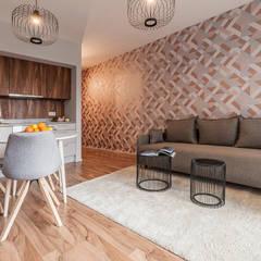 MĘSKI RÓŻ: styl , w kategorii Salon zaprojektowany przez KODO projekty i realizacje wnętrz