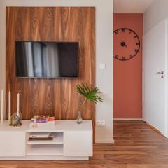 Media room by KODO projekty i realizacje wnętrz