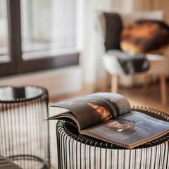 MĘSKI RÓŻ: styl , w kategorii Pokój multimedialny zaprojektowany przez KODO projekty i realizacje wnętrz