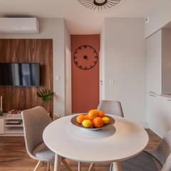 MĘSKI RÓŻ: styl , w kategorii Jadalnia zaprojektowany przez KODO projekty i realizacje wnętrz
