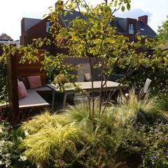 Kleine stadstuin:  Tuin door Hoveniersbedrijf Guy Wolfs