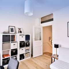 Renovación y ampliación de una casa unifamiliar en Bruselas: Estudios y despachos de estilo  de Isabel Gomez Interiors