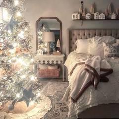 Cameretta con albero e luci: Camera da letto in stile  di Federica Rossi Interior Designer