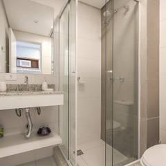 Studio: Banheiros  por Samantha Sato Designer de Interiores