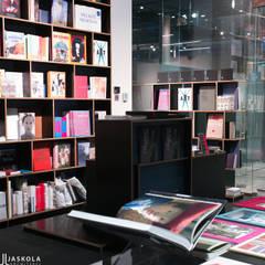 DESA  księgania  : styl , w kategorii Powierzchnie handlowe zaprojektowany przez JJJASKOLA ARCHITEKCI