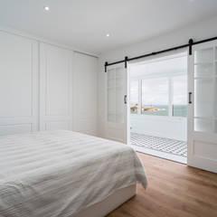 UNA VIVIENDA CON VISTAS: Dormitorios de estilo  de DISEÑO&ARQUITECTURA