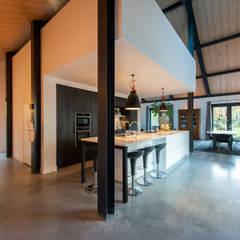 Armarios de cocinas de estilo  por ID-Architectuur