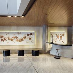 Negozi & Locali commerciali in stile  di Bobos Design