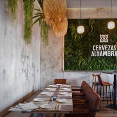 COMEDOR TRASERO: Locales gastronómicos de estilo  de JUAN COLLAZO DISEÑO INTERIOR EXTERIOR