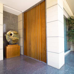 Front doors by Bobos Design , Tropical پلائیووڈ