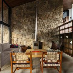 Casa en Cumbrecita: Livings de estilo  por TECTUM,Rural