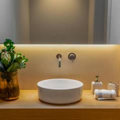 WC Serviço: Casas de banho  por NOZ-MOSCADA INTERIORES