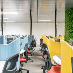 Call center - Depois: Escritórios  por Rima Design