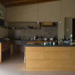 Casa Aiuccia:  Küche von Anna Caspar Innenarchitektin