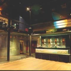 Discoteca EMPORIUM: Bares e clubes  por Atelier  Ana Leonor Rocha