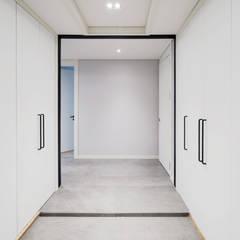 الممر الحديث، المدخل و الدرج من 디자인 아버 حداثي