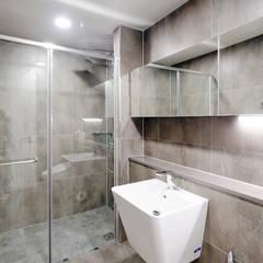 비오는 날이 잘 어울리는 차분한 그레이 인테리어: 디자인 아버의  욕실