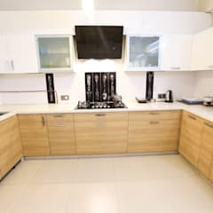 Kitchen by Woodofa Lifestyle Pvt. Ltd.