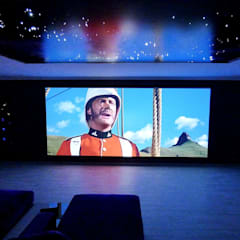 IMMERSIVE 360 CINEMA Home Cinema: Salas multimédia  por Projection Dreams / CUSTOM CINEMA 360 LDA,