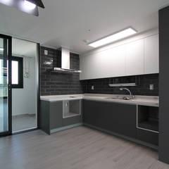 Kitchen by 한 인테리어 디자인