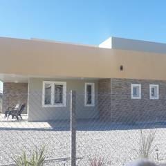 Maison individuelle de style  par Constructora en seco Carreras y asociados Srl., Moderne Fer / Acier