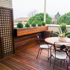 Proyecto de reforma de terraza en Madrid: Terrazas de estilo  de La Patioteca