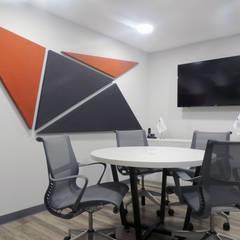 Sala para proveedores : Estudios y oficinas de estilo  por Paralelo 18