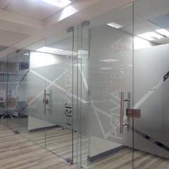 Privados: Estudios y oficinas de estilo  por Paralelo 18