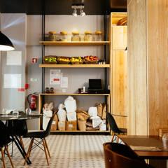 Sala de Cafetaria e estantaria: Espaços de restauração  por aponto
