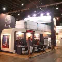Arquitectura y diseño de espacios de promoción: Centros de exposiciones de estilo  por Faerman Stands y Asoc S.R.L. - Arquitectos - Rosario