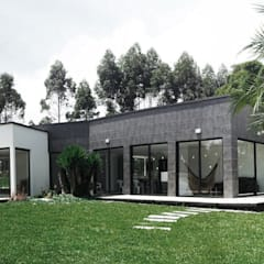 Country house by Andrés Hincapíe Arquitectos  A H A