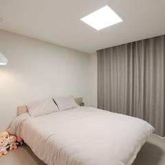 작업실과 홈카페가 있는 집, 동탄시범다은마을 월드메르디앙 반도유보라 24py _ 이사 후: 홍예디자인의  침실