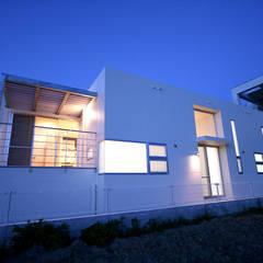 ふぁ~ & まぁ~ さんち: Arms DESIGNが手掛けた一戸建て住宅です。