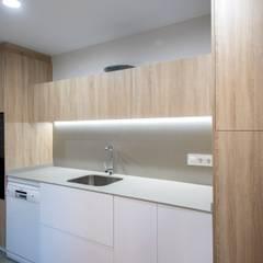 Muebles de cocina: Cocinas integrales de estilo  de Grupo Inventia