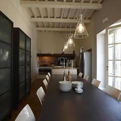 Casale T: Sala da pranzo in stile  di GIAN MARCO CANNAVICCI ARCHITETTO