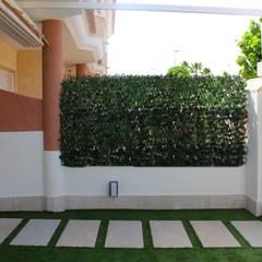 Jardín delantero reformado: Jardines delanteros de estilo  de Keinzo Interiores