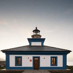 Alojamiento turístico faro Isla Pancha: Hoteles de estilo  de PF1 Interiorismo