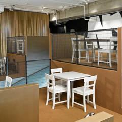 BallSAAL - Gastronomie mit Stadiontribüne:  Gastronomie von LOSTINARCHITECTURE