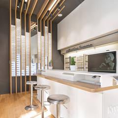 Vision du meuble créateur: Locaux commerciaux & Magasins de style  par A MI-BOIS