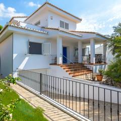 Reforma integral: Casas multifamiliares de estilo  de LCC, Licitaciones y Contrataciones de Construcción