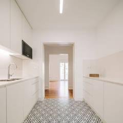 ห้องครัว โดย Maria Inês da Costa | ARQUITECTURA  , โมเดิร์น
