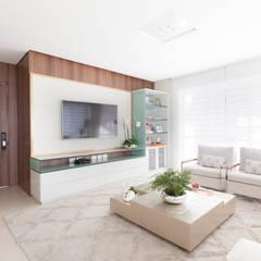 Livings de estilo  por Elisa Coelho Arquitetura