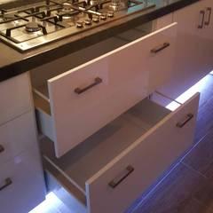 Cocina Quintana Roo 75: Muebles de cocinas de estilo  por ESTUDIO LLANES GALEAS ASOCIADOS SAS DE CV , Moderno