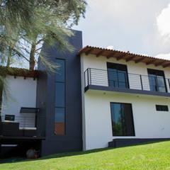 CASA IC: Casas de campo de estilo  por GOTA ARQUITECTOS